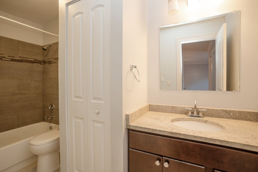 Real Estate Photography - 724 Rodenburg Rd #103, Roselle, IL, 60172 - Bathroom