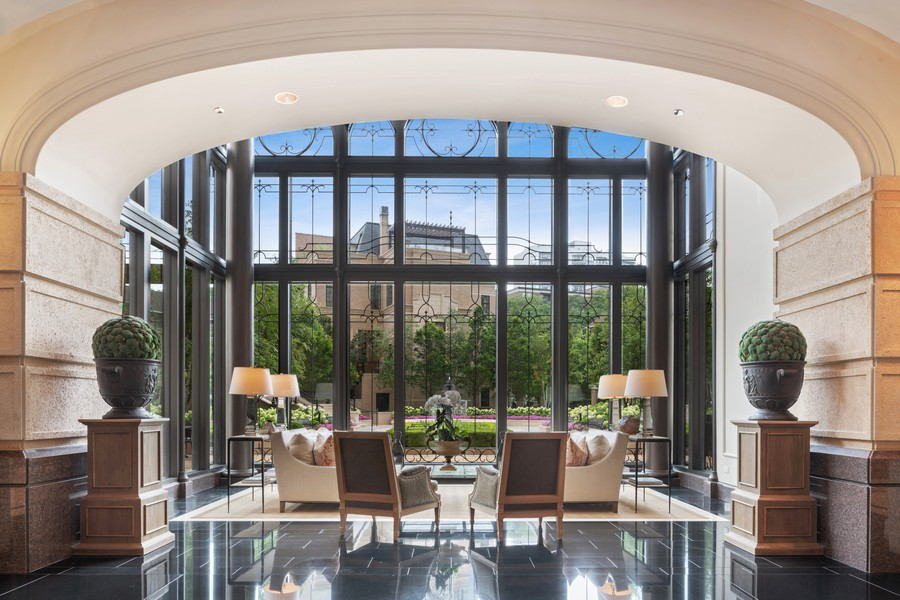 Real Estate Photography - 2550 N Lakeview, Unit S1205, Chicago, IL, 60614 - Lobby