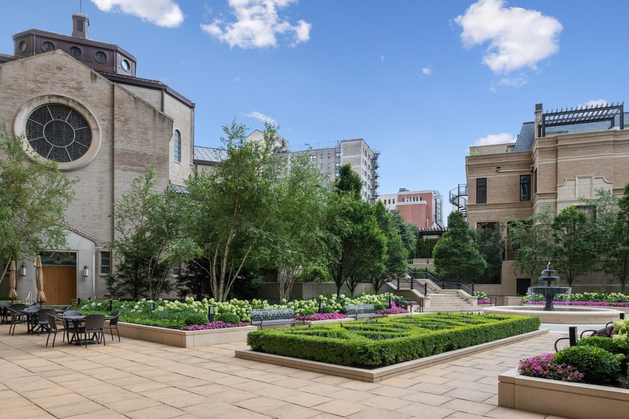 Real Estate Photography - 2550 N Lakeview, Unit S1205, Chicago, IL, 60614 - Garden