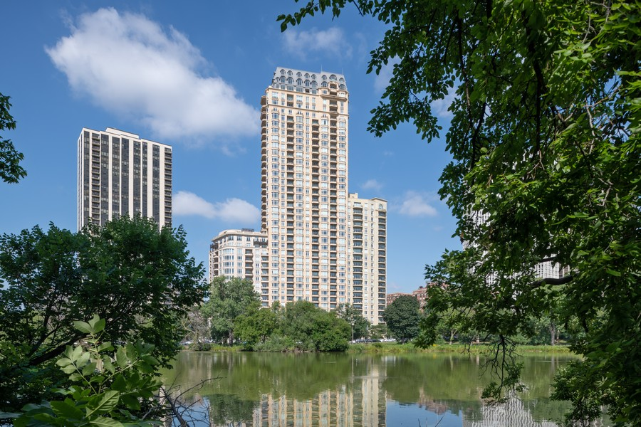 Real Estate Photography - 2550 N Lakeview, Unit S1205, Chicago, IL, 60614 - Front View
