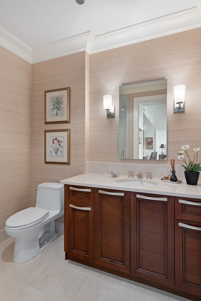 Real Estate Photography - 2550 N Lakeview, Unit S1205, Chicago, IL, 60614 - 2nd Bathroom
