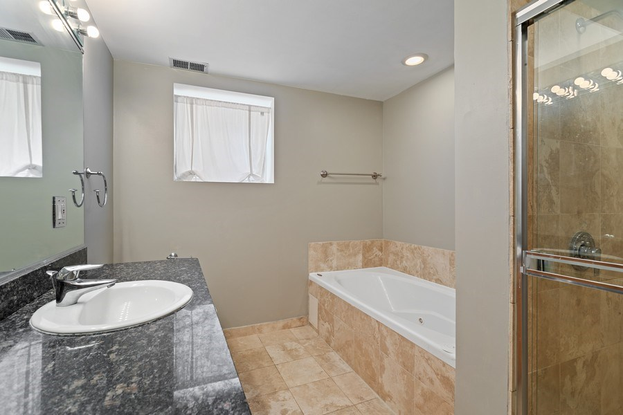 Real Estate Photography - 917 W Gordon Ter, Chicago, IL, 60613 - Master Bathroom