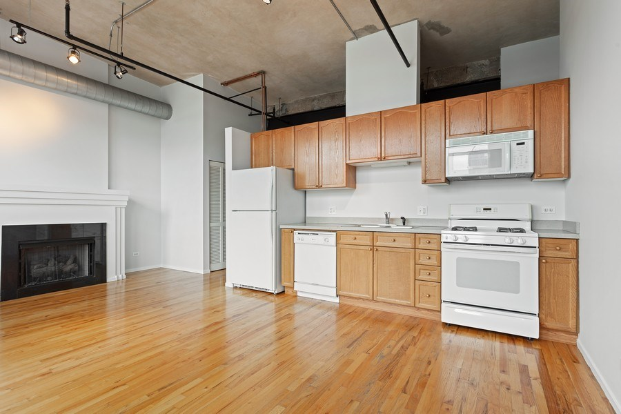 Real Estate Photography - 817 W Washington, Unit 606, Chicago, IL, 60607 - Kitchen