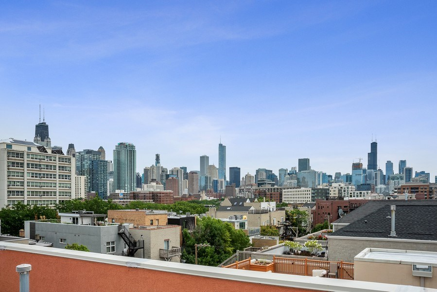 Real Estate Photography - 1359 N Mohawk Ave, Unit 4, Chicago, IL, 60610 - City View