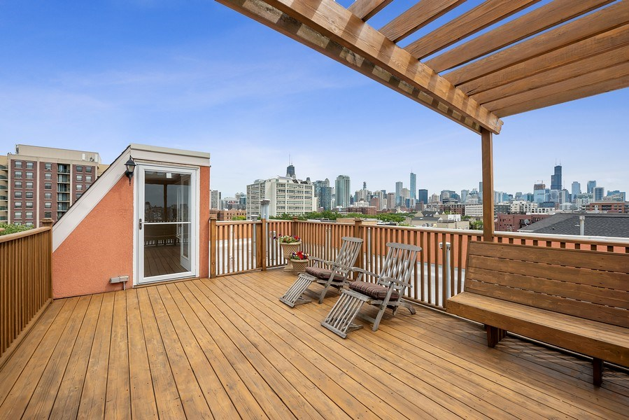 Real Estate Photography - 1359 N Mohawk Ave, Unit 4, Chicago, IL, 60610 - Roof Deck