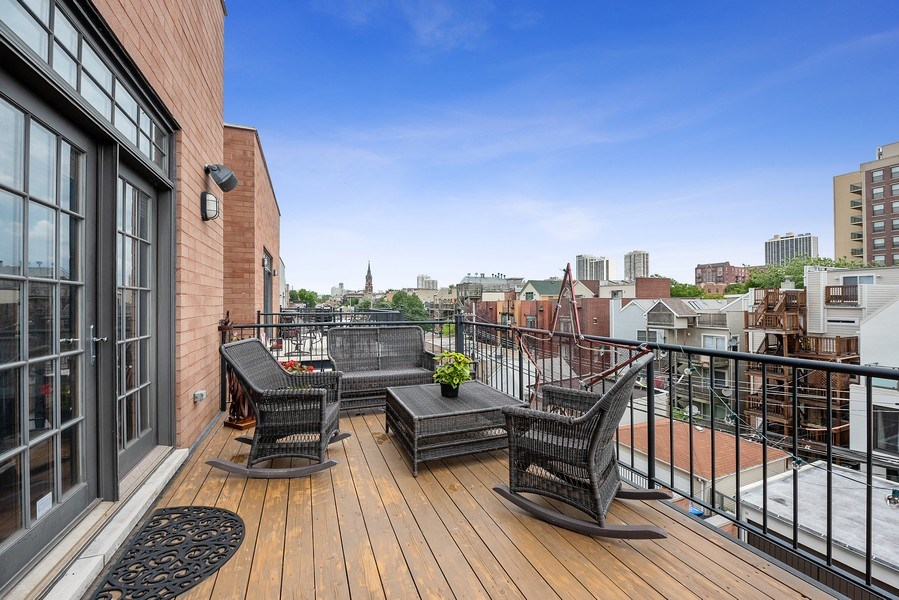 Real Estate Photography - 1359 N Mohawk Ave, Unit 4, Chicago, IL, 60610 - Deck