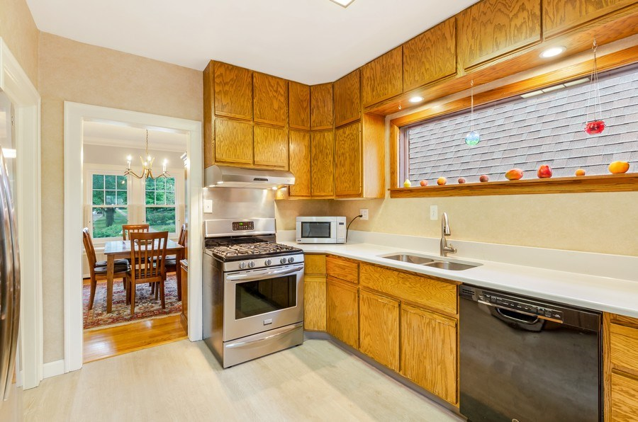 Real Estate Photography - 2131 Lincolnwood, Evanston, IL, 60201 - Kitchen
