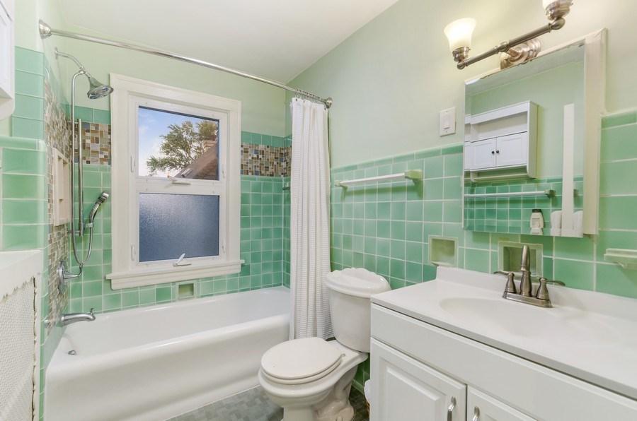 Real Estate Photography - 2131 Lincolnwood, Evanston, IL, 60201 - Bathroom