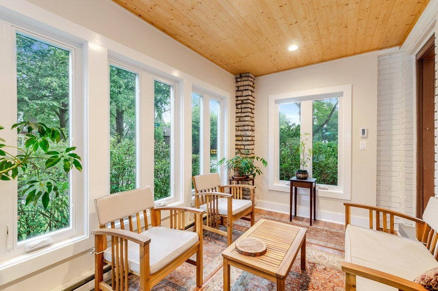 Real Estate Photography - 2131 Lincolnwood, Evanston, IL, 60201 - Sun Room