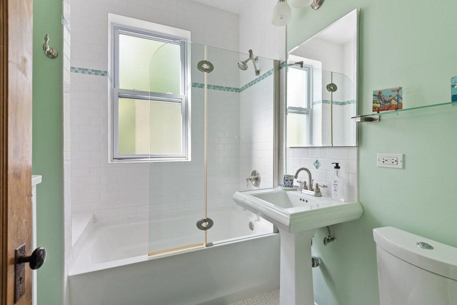 Real Estate Photography - 809 Ridge, Unit 3, Evanston, IL, 60202 - Bathroom