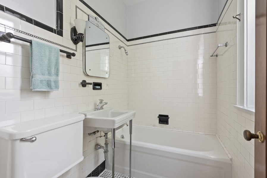 Real Estate Photography - 809 Ridge, Unit 3, Evanston, IL, 60202 - 2nd Bathroom