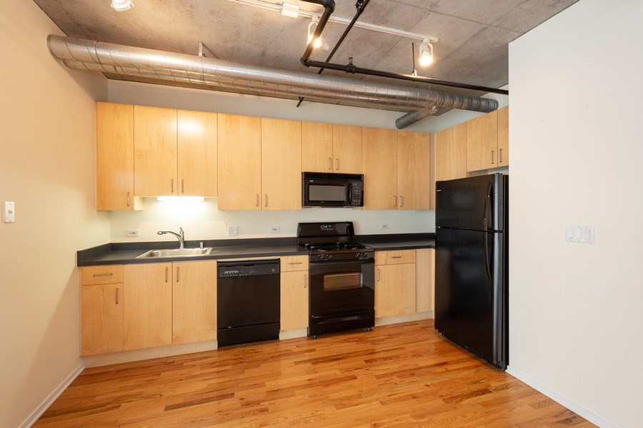 Real Estate Photography - 700 W Van Buren St, Unit 703, Chicago, IL, 60607 - Kitchen