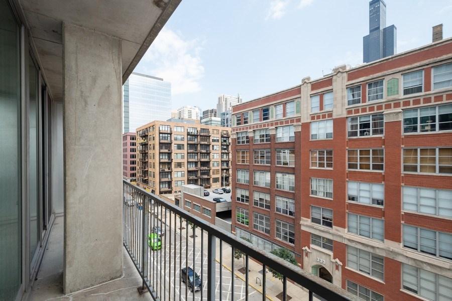 Real Estate Photography - 700 W Van Buren St, Unit 703, Chicago, IL, 60607 - Balcony
