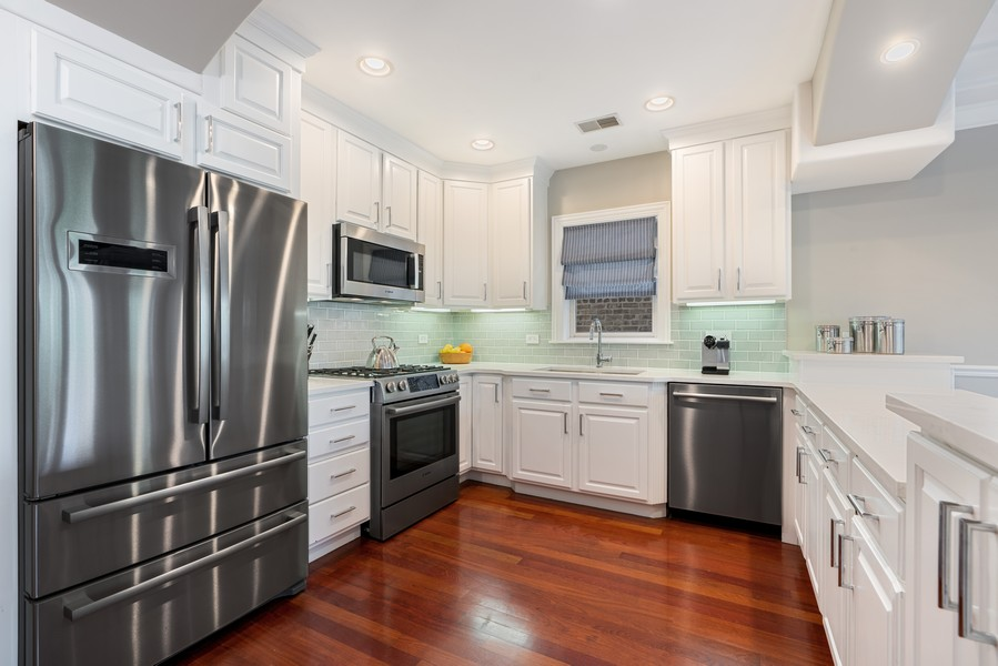 Real Estate Photography - 3652 N Fremont, Unit 3, Chicago, IL, 60613 - Kitchen