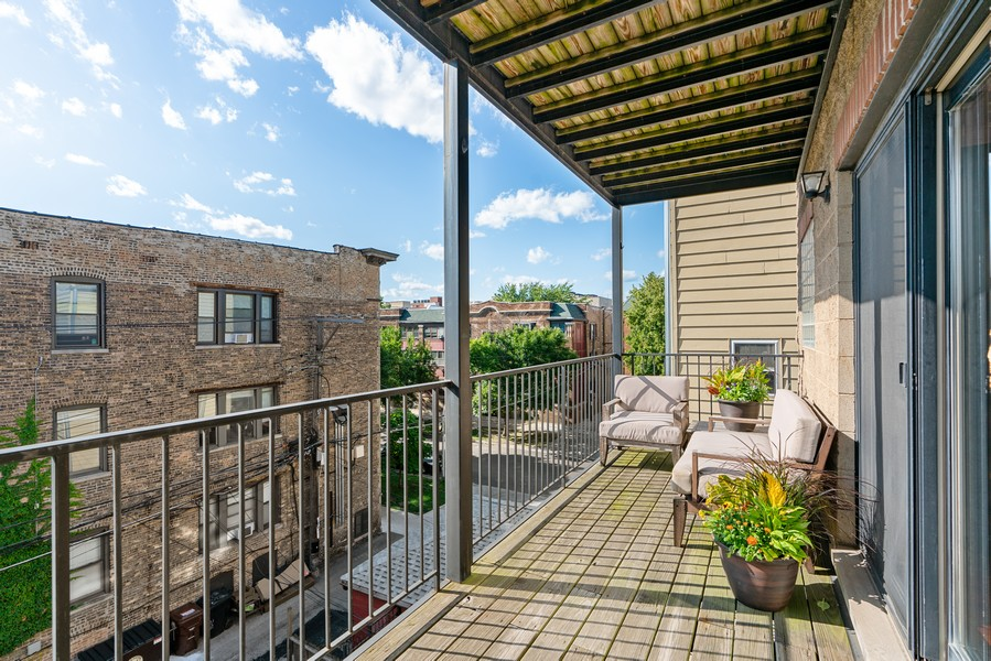 Real Estate Photography - 3652 N Fremont, Unit 3, Chicago, IL, 60613 - Balcony