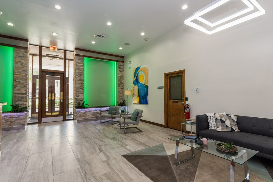 Real Estate Photography - 6325 North Sheridan Road Unit 602, Chicago, IL, 60660 - Lobby