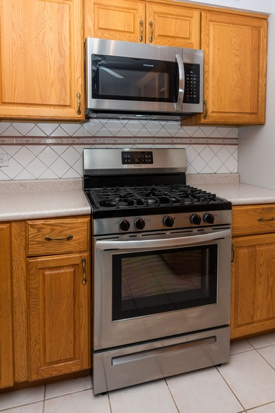 Real Estate Photography - 6325 North Sheridan Road Unit 602, Chicago, IL, 60660 - Kitchen