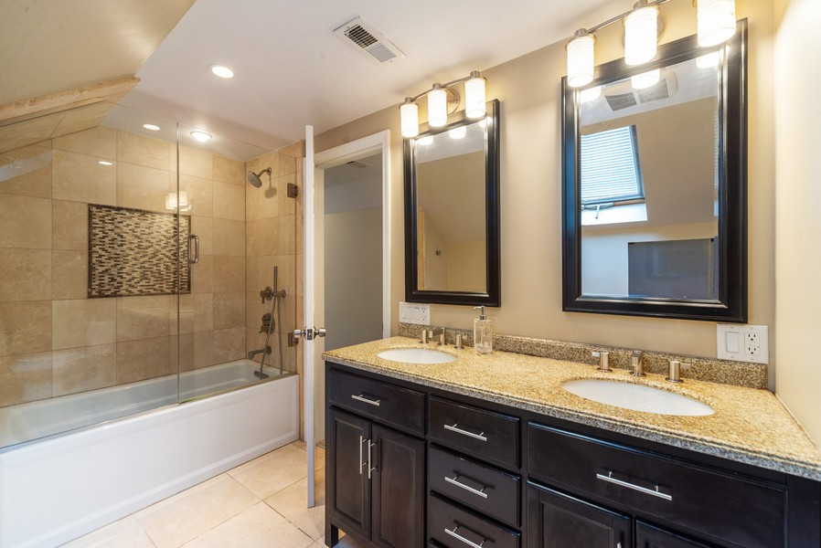 Real Estate Photography - 105 Imperial, Park Ridge, IL, 60068 - 2nd Floor Bath