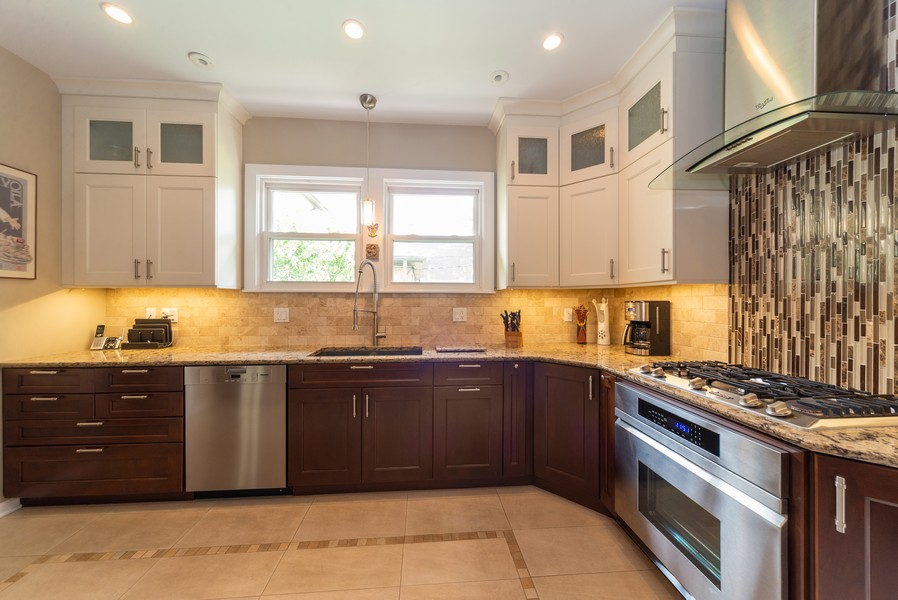 Real Estate Photography - 105 Imperial, Park Ridge, IL, 60068 - Kitchen