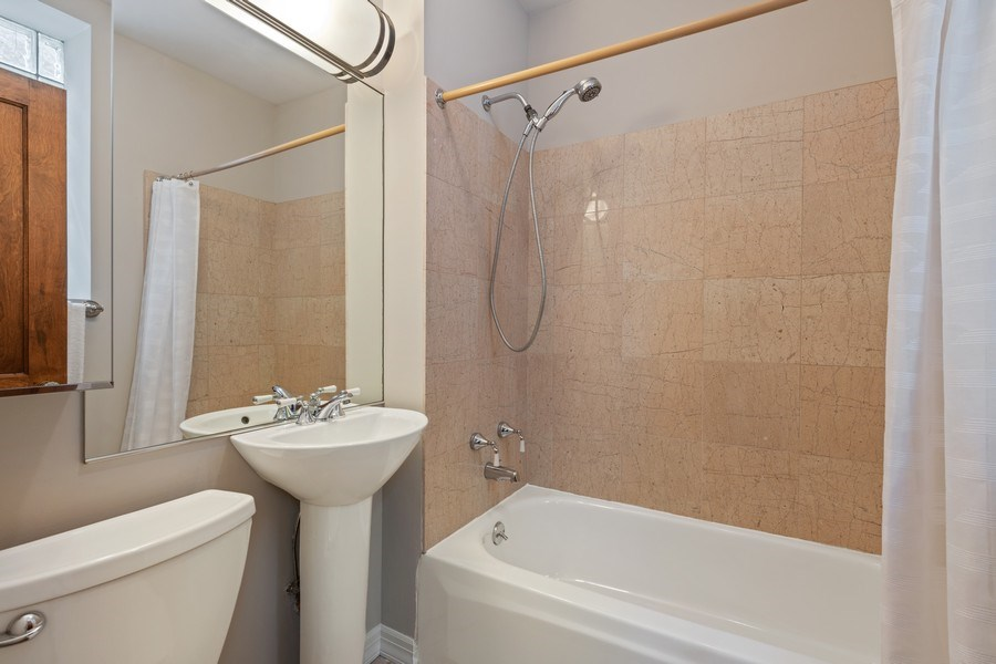Real Estate Photography - 448 W Wrightwood Avenue, 2, Chicago, IL, 60614 - 2nd Bathroom
