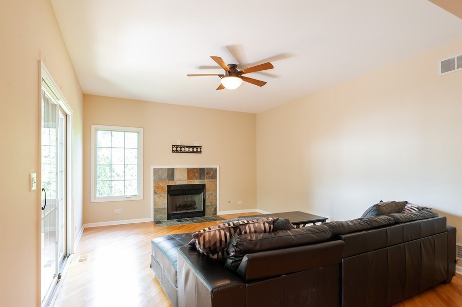 Real Estate Photography - 128 Bluff Ave, Grayslake, IL, 60030 - Family Room