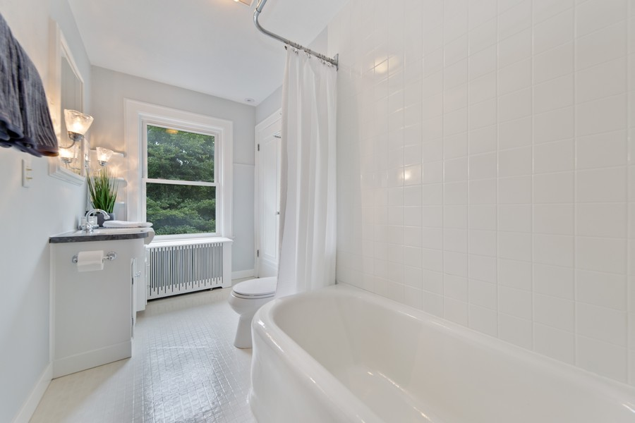 Real Estate Photography - 285 N Main St, Glen Ellyn, IL, 60137 - Full Bathroom. Spic and Span to say the least!