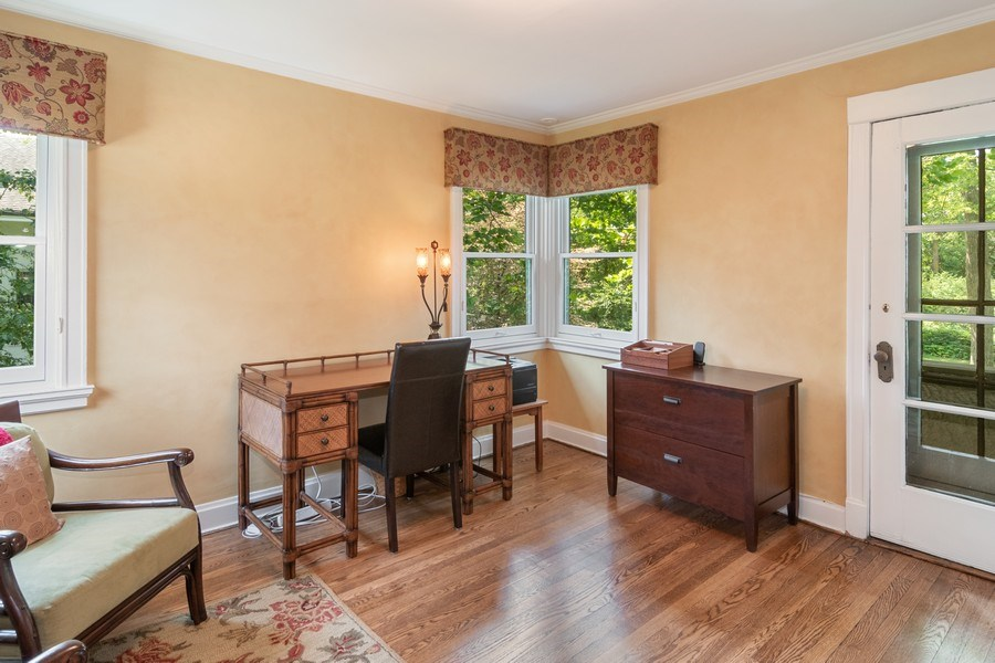 Real Estate Photography - 540 Linden, Oak Park, IL, 60302 - Master Sitting Room