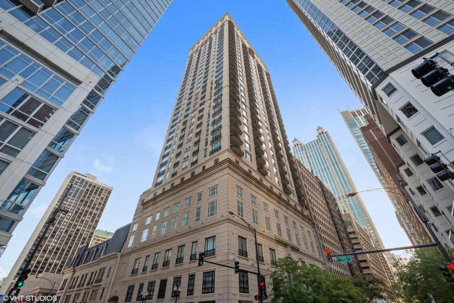 Real Estate Photography - 10 E Delaware Pl, 14D, Chicago, IL, 60611 -