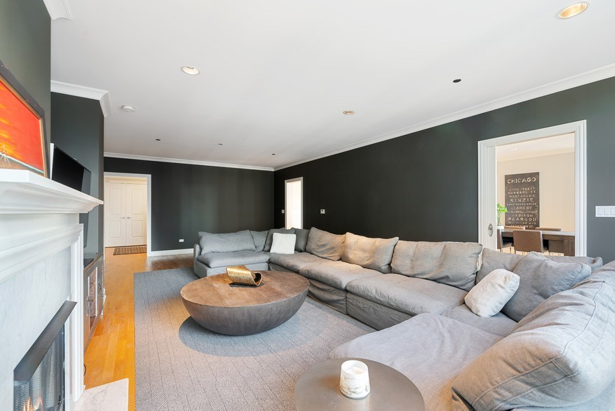 Real Estate Photography - 10 E Delaware Pl, 27B, Chicago, IL, 60611 - Living Room