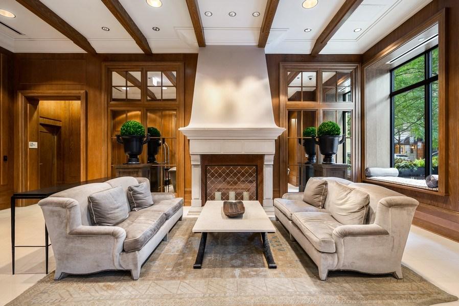Real Estate Photography - 10 E Delaware Pl, 27B, Chicago, IL, 60611 - Lobby