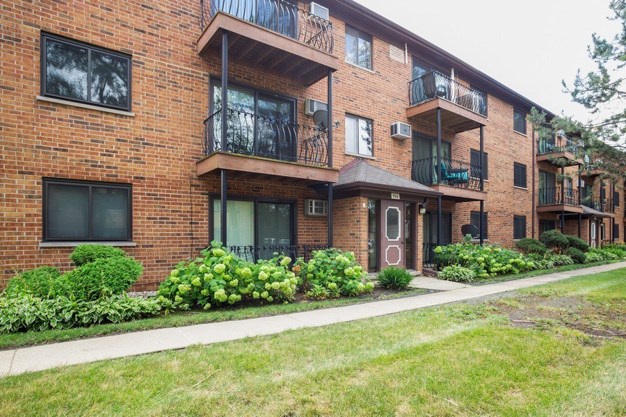 Real Estate Photography - 924 W Irving Park Rd, #106, Bensenville, IL, 60106 - Front View