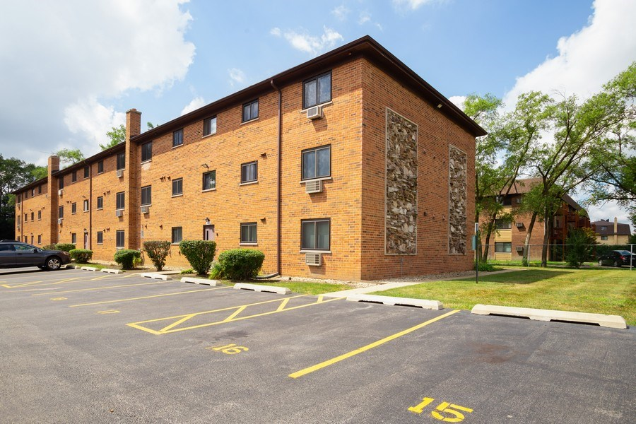 Real Estate Photography - 924 W Irving Park Rd, #106, Bensenville, IL, 60106 - Rear View