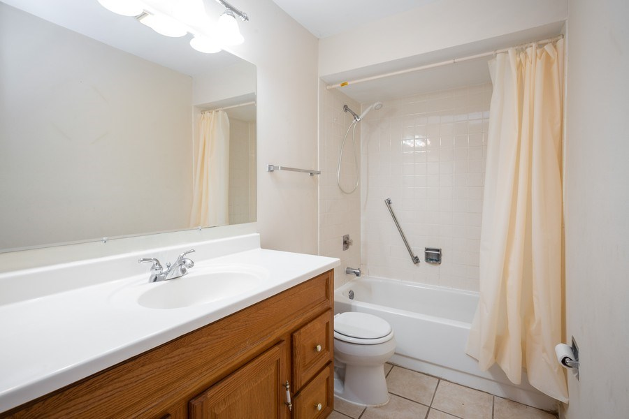 Real Estate Photography - 924 W Irving Park Rd, #106, Bensenville, IL, 60106 - Bathroom