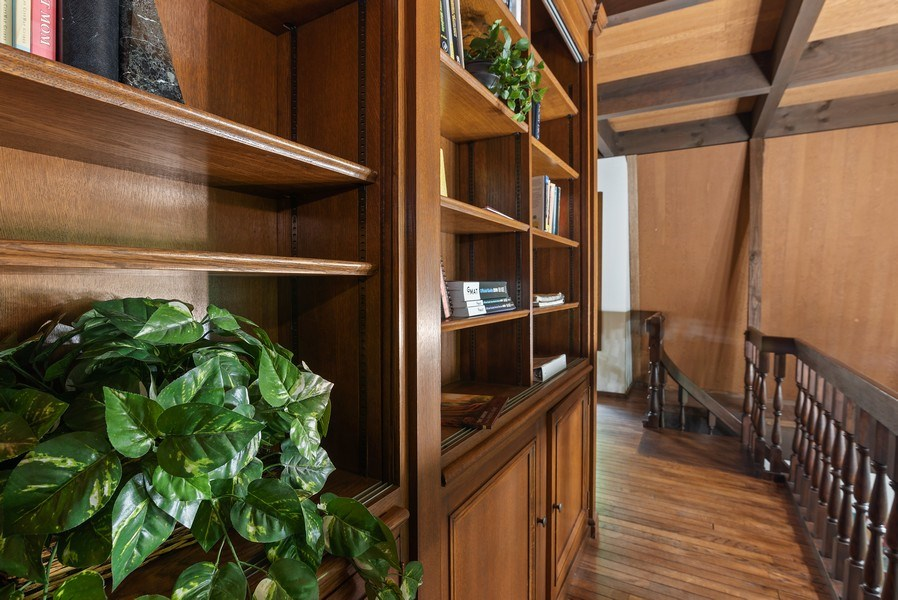 Real Estate Photography - 32433 N. Forest Dr., Grayslake, IL, 60030 - Crow's Nest with Built-in Shelving
