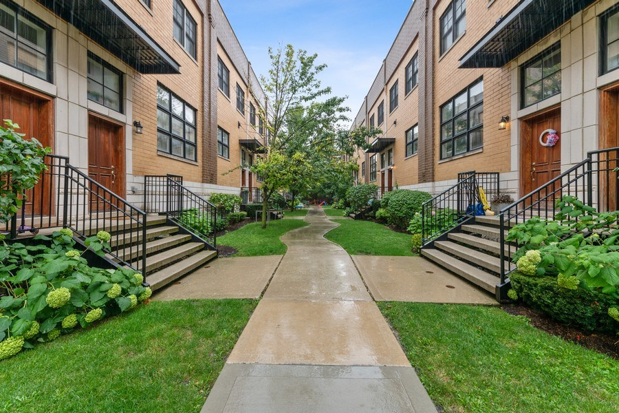 Real Estate Photography - 2060 N. Stave, #1, Chicago, IL, 60647 - Courtyard