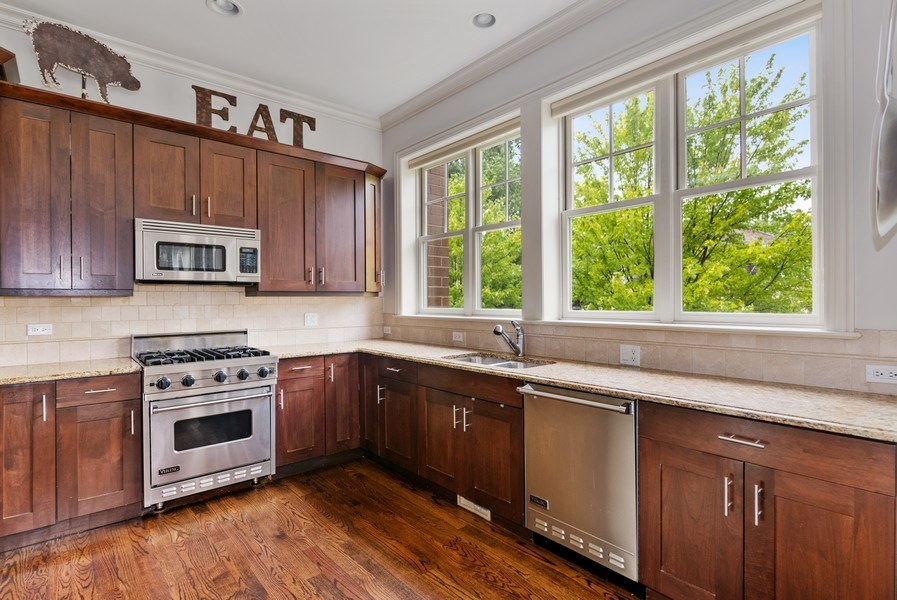 Real Estate Photography - 2060 N. Stave, #1, Chicago, IL, 60647 - Kitchen