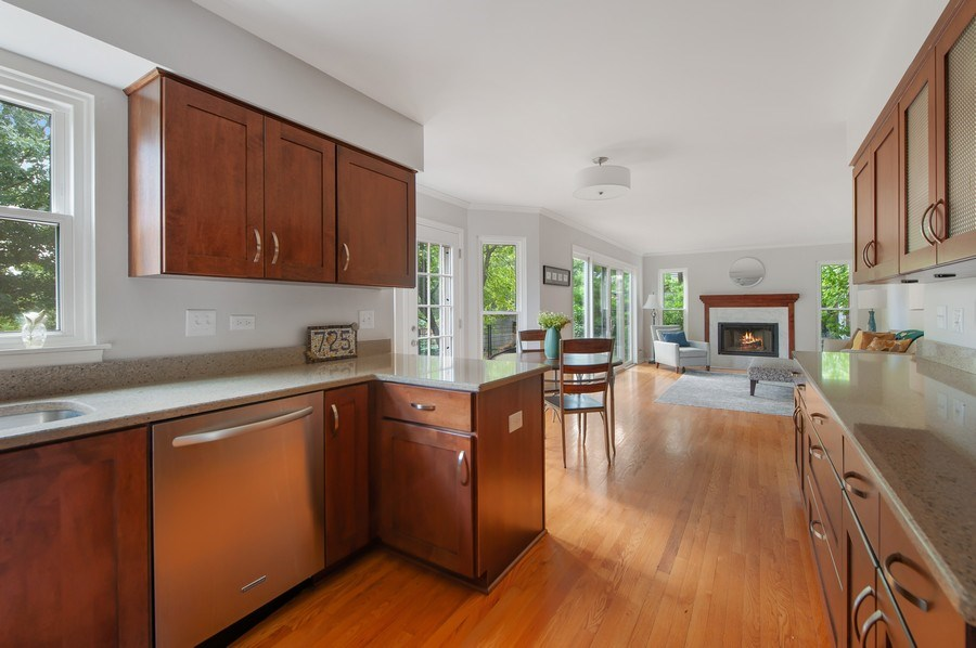 Real Estate Photography - 725 W Trail North, Grayslake, IL, 60030 - Kitchen / Breakfast Room
