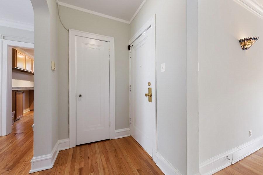 Real Estate Photography - 824 Mulford St, Unit 3E, EVANSTON, IL, 60202 - Foyer