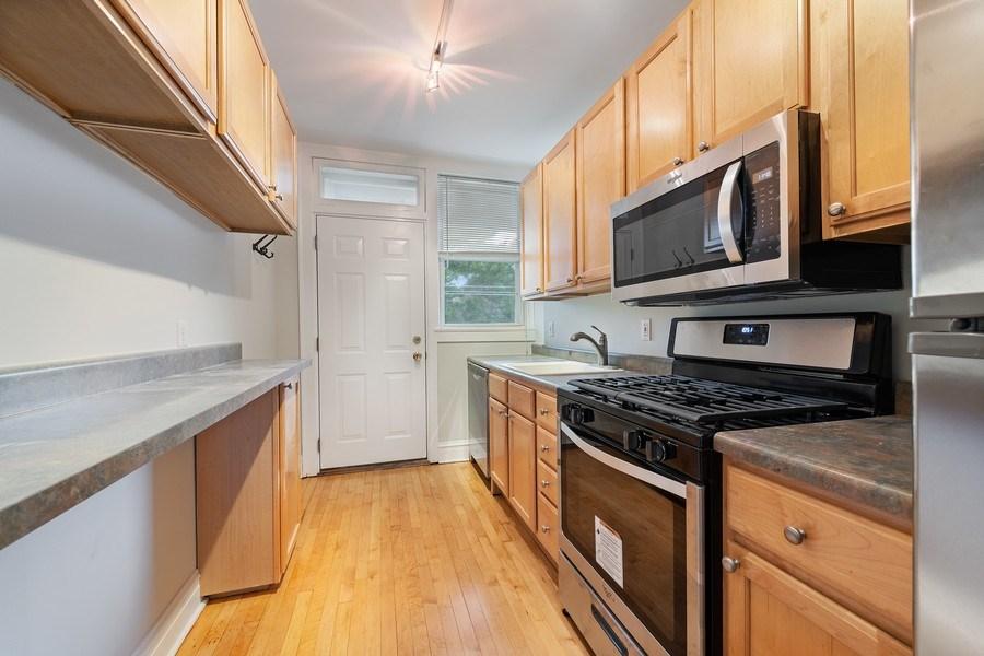 Real Estate Photography - 824 Mulford St, Unit 3E, EVANSTON, IL, 60202 - Kitchen