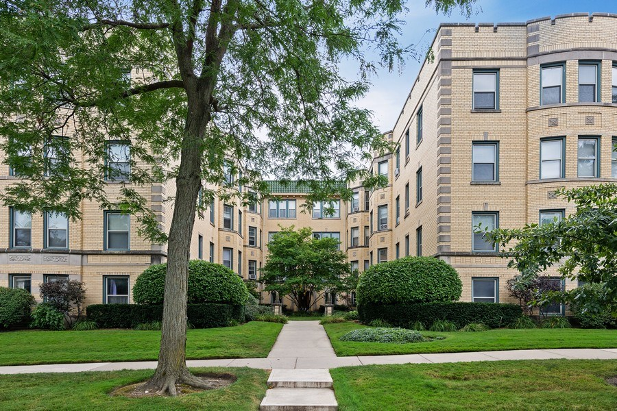 Real Estate Photography - 824 Mulford St, Unit 3E, EVANSTON, IL, 60202 - Front View
