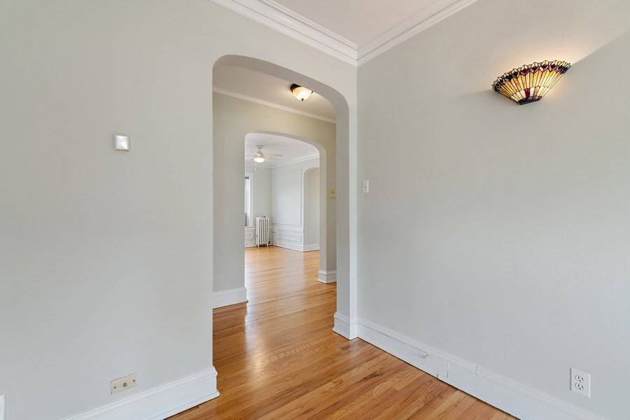 Real Estate Photography - 824 Mulford St, Unit 3E, EVANSTON, IL, 60202 - Entryway