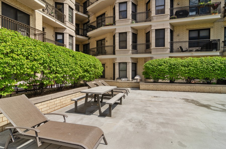 Real Estate Photography - 520 N. Halsted #308, Chicago, IL, 60622 - Common Sundeck