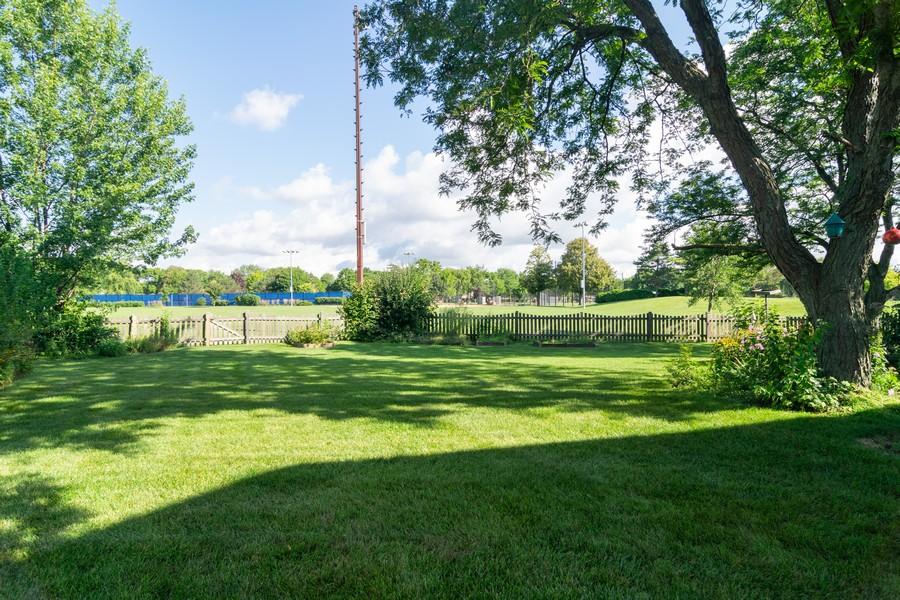 Real Estate Photography - 1508 Eton, Arlington Heights, IL, 60004 - Back Yard