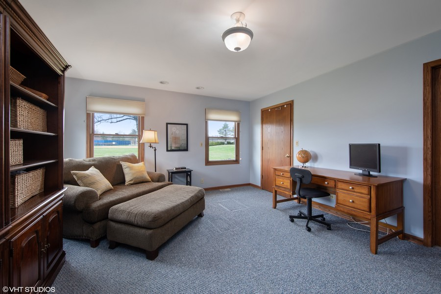 Real Estate Photography - 1508 Eton, Arlington Heights, IL, 60004 - 1st Floor bedroom with Bath