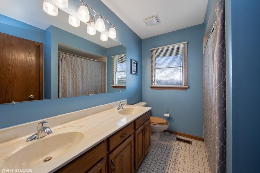 Real Estate Photography - 1508 Eton, Arlington Heights, IL, 60004 - Hall Bath
