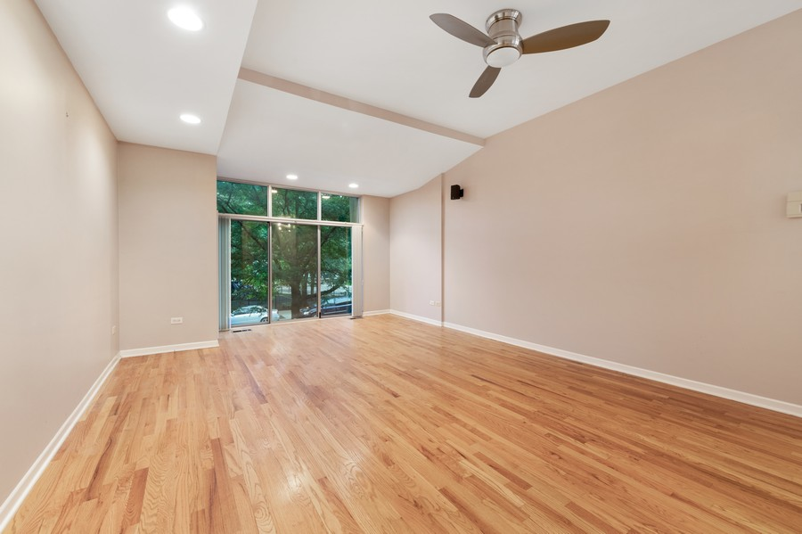 Real Estate Photography - 1920 S. Federal St., Unit C, Chicago, IL, 60616 - Living/Dining Room