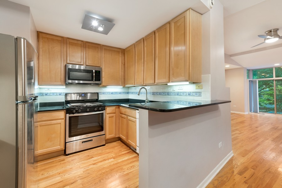 Real Estate Photography - 1920 S. Federal St., Unit C, Chicago, IL, 60616 - Kitchen