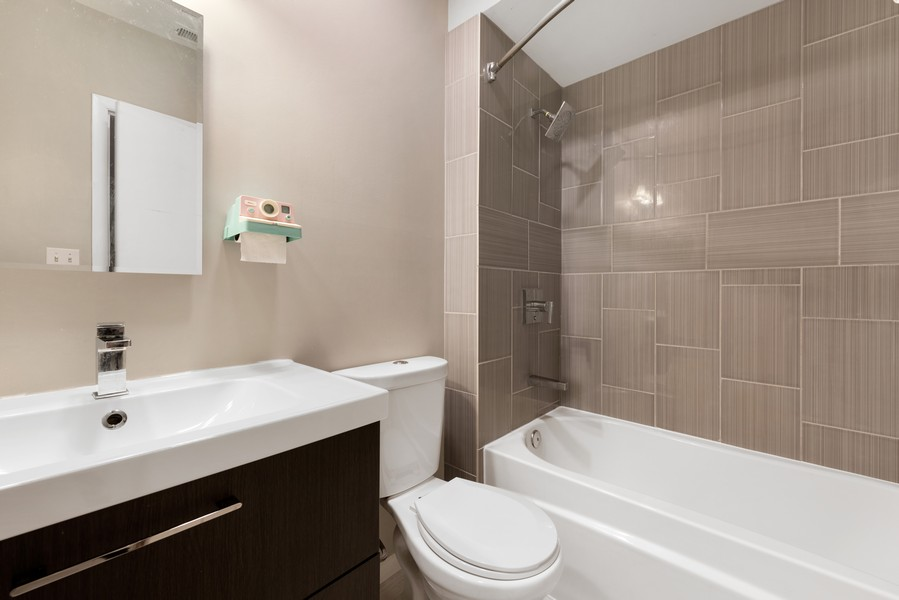 Real Estate Photography - 1920 S. Federal St., Unit C, Chicago, IL, 60616 - 2nd Bathroom