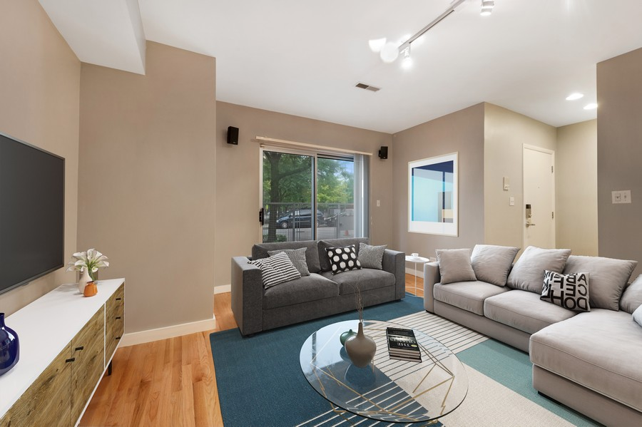 Real Estate Photography - 1920 S. Federal St., Unit C, Chicago, IL, 60616 - Family Room