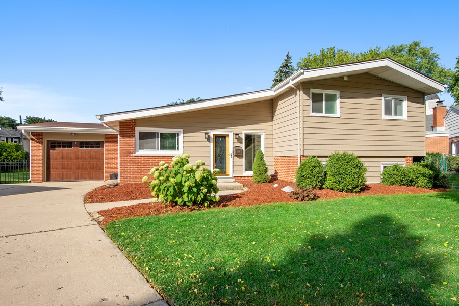 Real Estate Photography - 1315 W Leona Ter, Arlington Heights, IL, 60005 - Front View